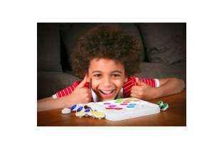 petit garçon joue Anti-Virus - Remue Méninges - SMARTGames
