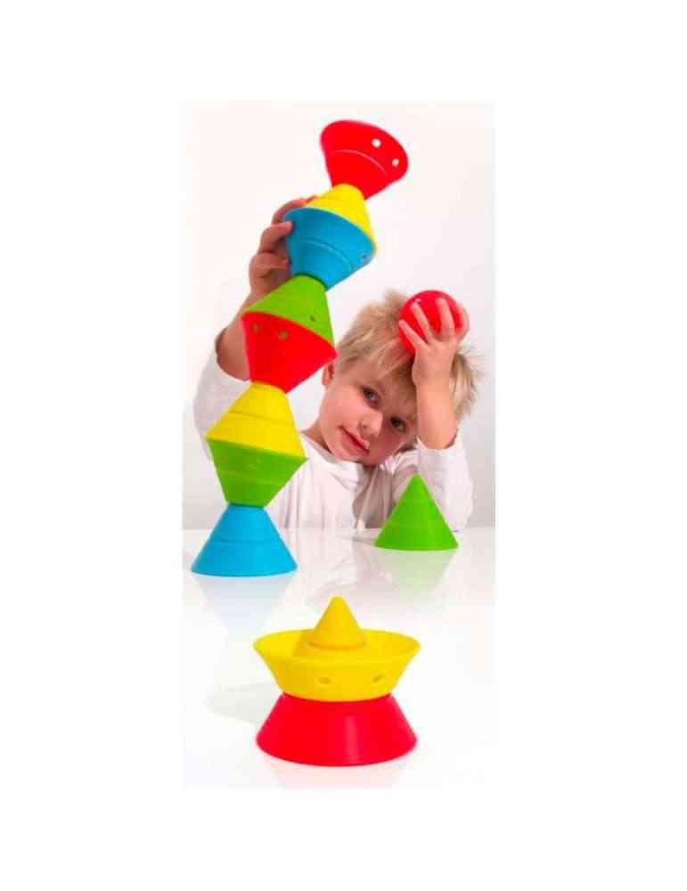 enfant fille joue à HIX- cônes de construction modulaires - Moluk - jouet premier âge